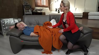 Young man has no selection saloon on touching fuck his sex-starved stepmom Di Devi