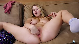 Cute tender tot in the matter of a ' seasoned body masturbating on the couch